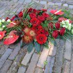 Rouwwerk, Rouwboeket, Rouwbloemen, Bloemen, Rood bloemwerk, afscheid